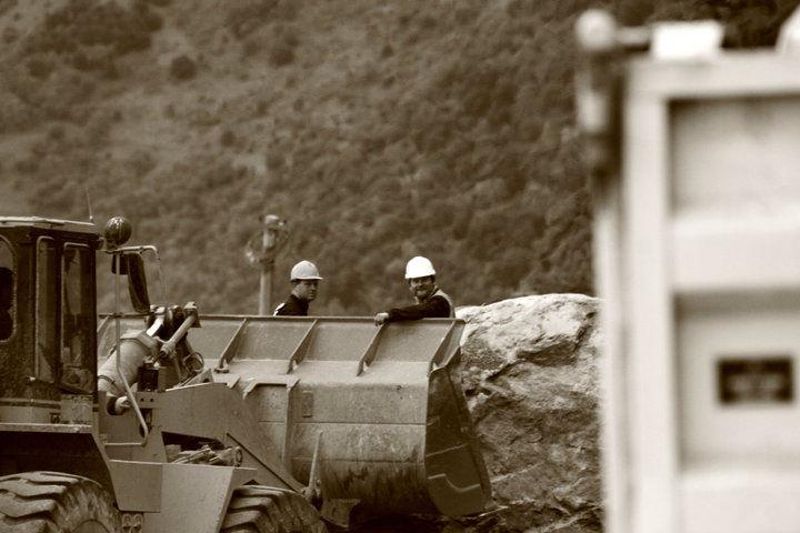 Fissenden team preparing for rock blasting